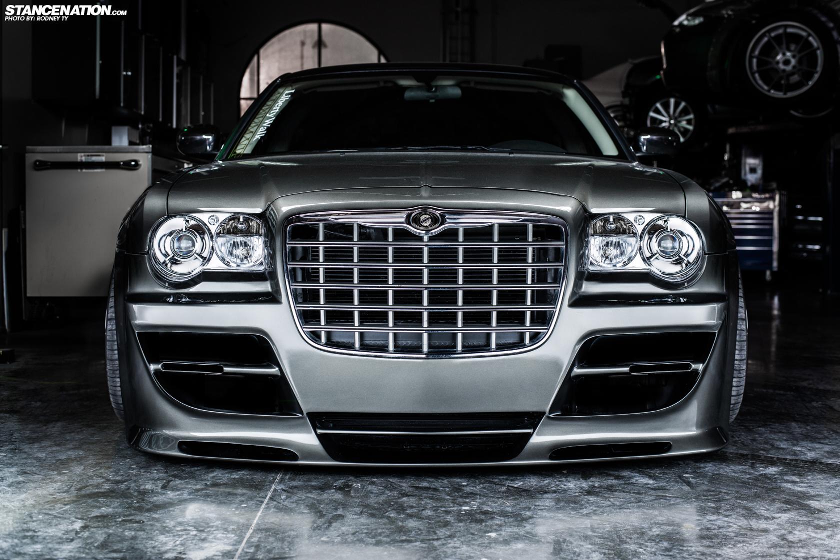 Platinum VIP x LIberty Walk Japan // Slammed Chrysler 300.