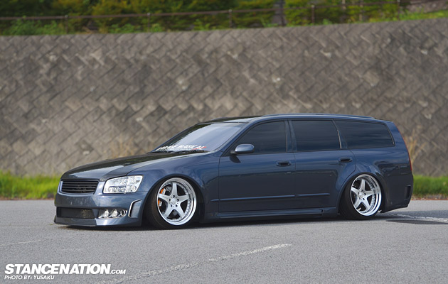 Slammed & Fitted Nissan Stagea M35 (1)