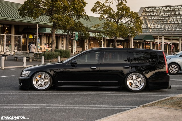 Stanced Nissan Stagea M35 Japan (10)
