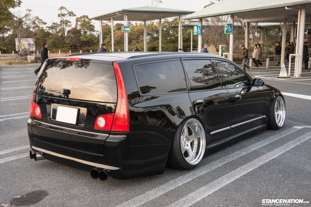 Stanced Nissan Stagea M35 Japan (2)
