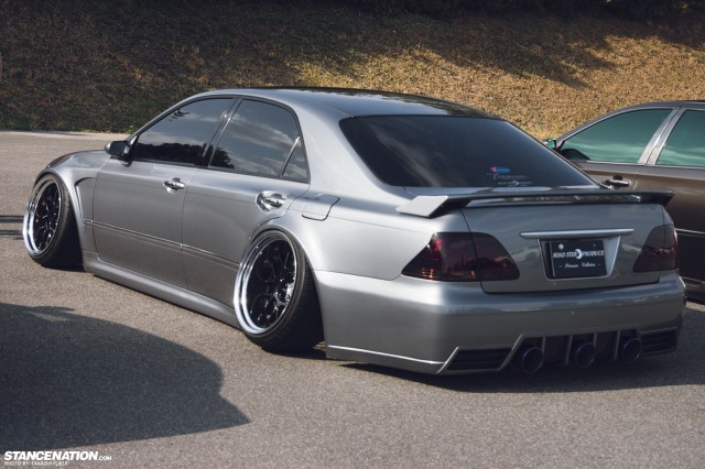 Widebody Custom VIP Toyota Crown (7)