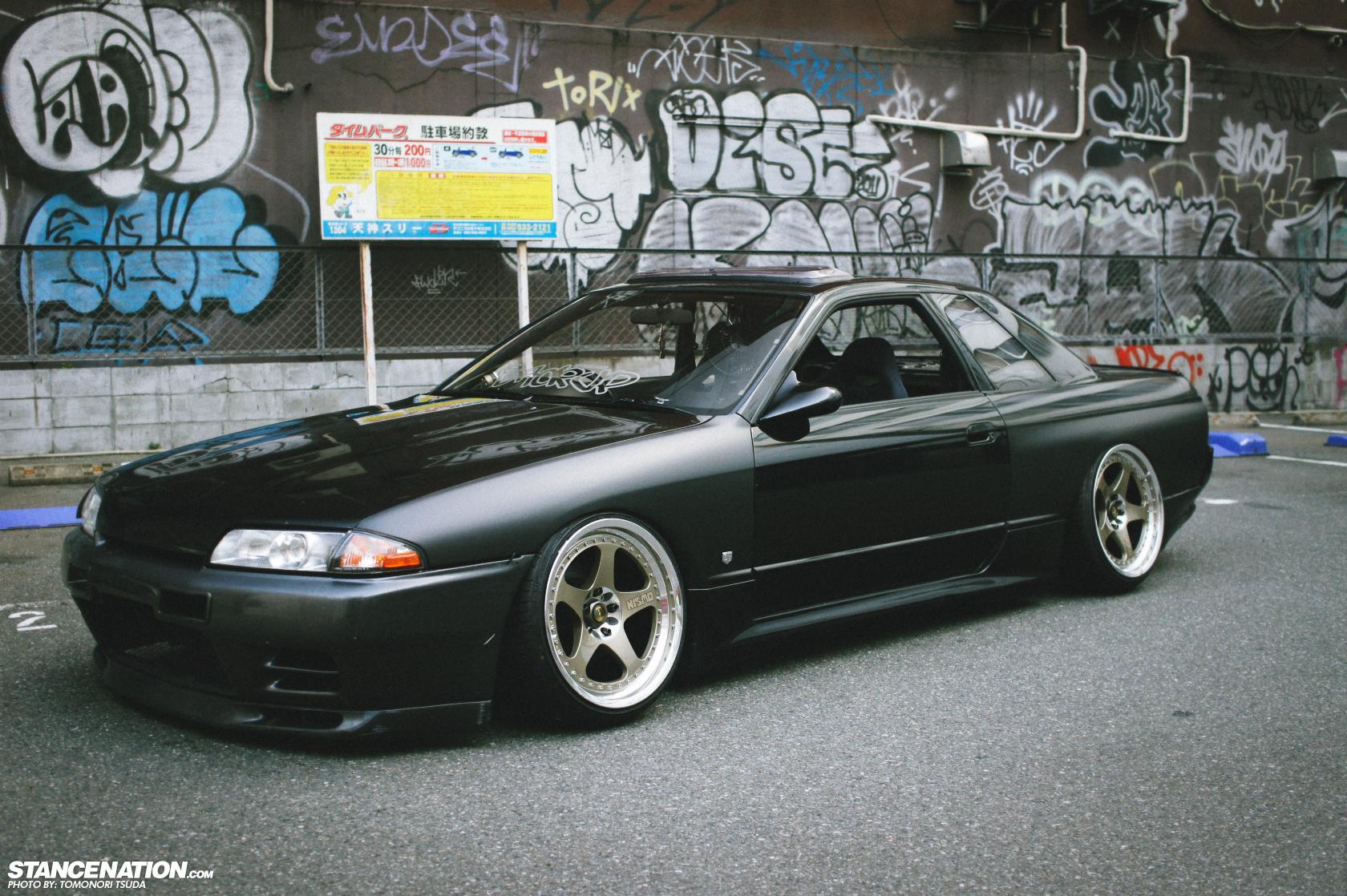 Down Amp Sideways Tsuda S Slammed Nissan Skyline R32