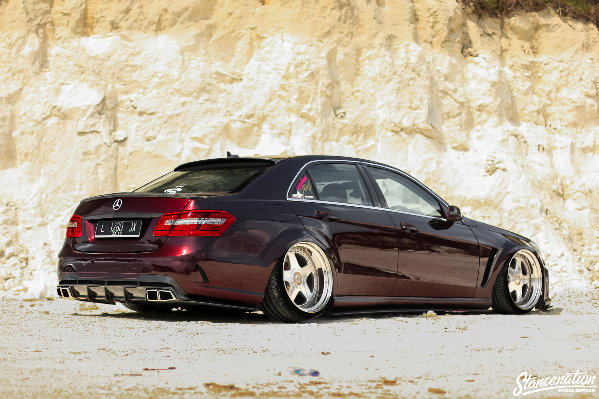 Mercedes Benz R Stance